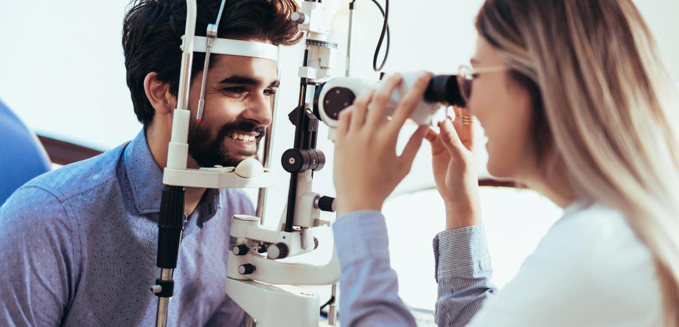 L'âge oculaire surveillé et traité
